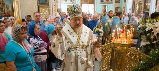 Высокопреосященнейший Стефан совершил вечерню и утреню с чином погребения Плащаницы Пресвятой Богородицы