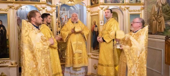 Божественная литургия в понедельник 19-й седмицы по Пятидесятнице
