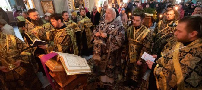 Высокопреосвященнейший Стефан совершил Пассию в Петро-Павловском кафедральном соборе г.Гомеля